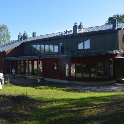 Ny skolbyggnad för Mikaelskolan i Ekenäs.