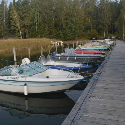 Sonasunds småbåtshamn i Ingå.