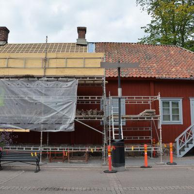 Takrenovering på Apoteksmuseet.