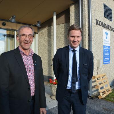 Christer Bogren och Mats Brandt kan inte annat än glädjas över beskedet om statsstöd för Bergö skola.