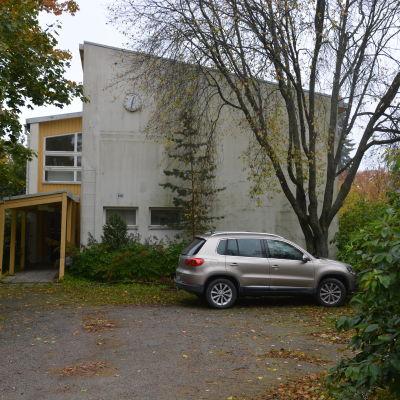 Den här delen av skolbyggnaden är byggd på 1950-talet och fortfarande i tillräckligt gott skick för att renoveras.