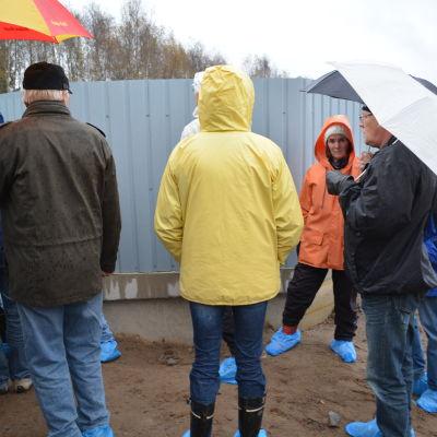 Rågrannar besöker farmområder Vallarna i Jakobstad.