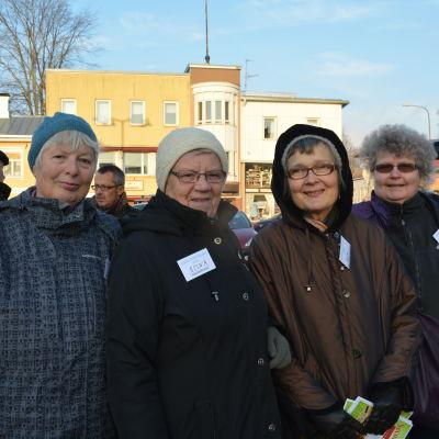 Gunvor, Stina Högberg, Eeva Hanner och Barbro Näse jobbar alla antingen frivilligt eller avlönat inom Ekenäs församling.