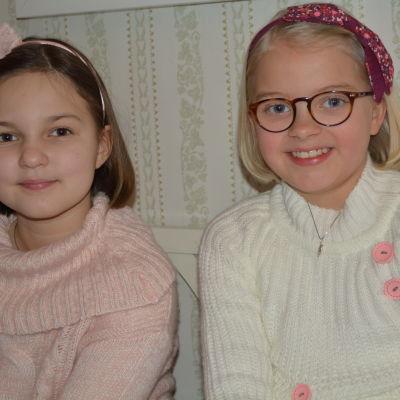 Anneli (Lilja Lehto) och Onneli (Aava Merikanto).