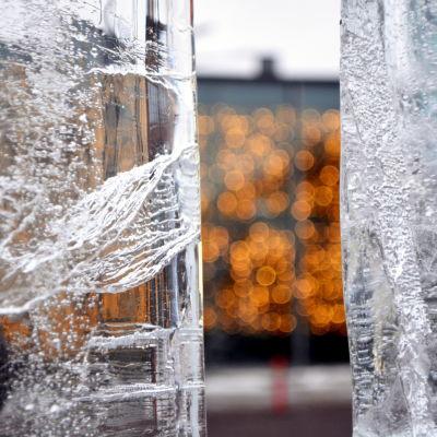 FM i isskulptering vid Konstfabriken i Borgå 2015.