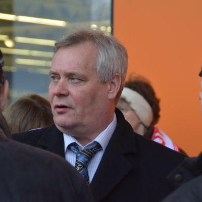 Antti Rinne bland medborgare i Hangö
