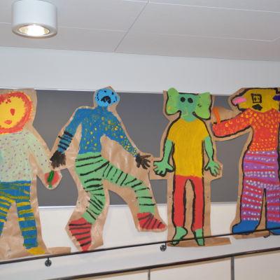 teckning på vägg i Kiilan koulu i Karis