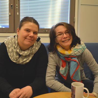 Johanna Lindholm och Melinda Lönnberg i Yle Västnylands studio.