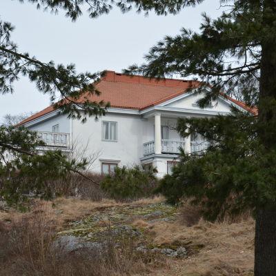 Söderlångvik från sjön.