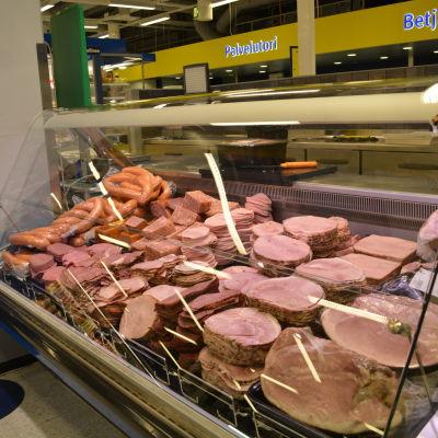 Pålägg i köttdisken.