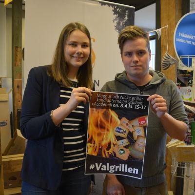 Kajsa Karlsson från Kåren och Niklas Andersson från Novium håller i trådarna för valdebatten i Academill.