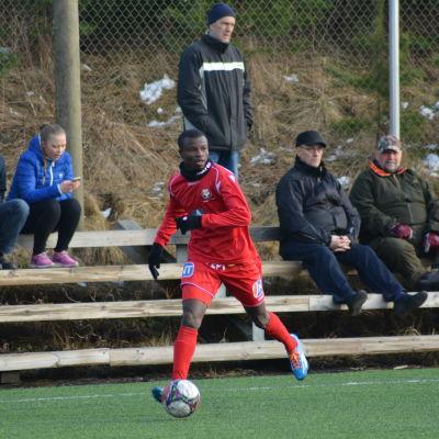 Didier Boris Kadio klar för FF Jaro.