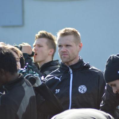 VPS hoppas på mål från Juho Mäkelä.