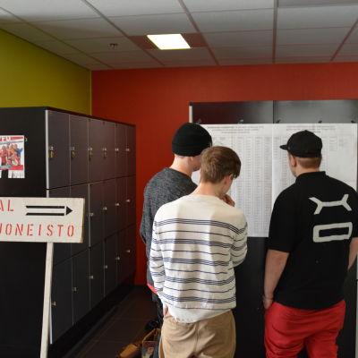 Axxell ordnade skuggval för icke röstberättigade studerande