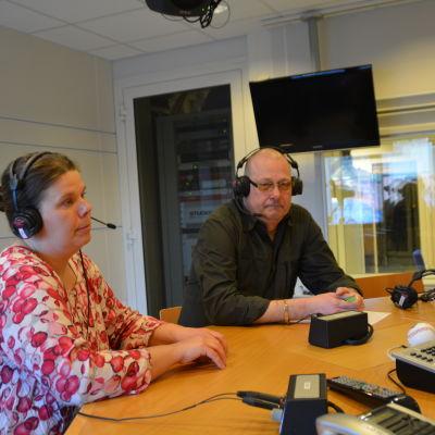 Johanna Hanna Lindholm och Egon Blomqvist fredagssnackade 24.4.2015.