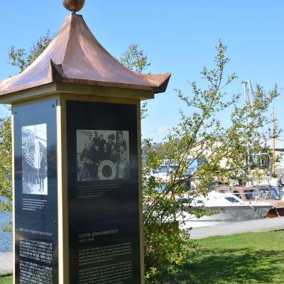 Ett minnesmärke över Gustaf John Ramstedt avtäcktes i Ekenäs.