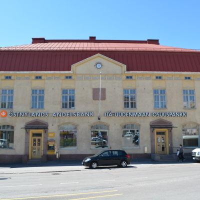 Östnylands Andelsbanks byggnad. Banken flyttar ut i juli-augusti 2015.