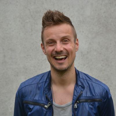 Jonathan Granbacka sommarpratar på Radio Vega.