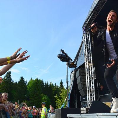 Måns Zelmerlöw på Norrvalla sommarfest i Vörå 2.7 2015