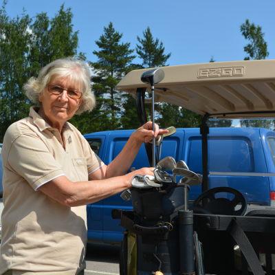 Eeva-Liisa Kiukas vill bli av med sina golfaktier.