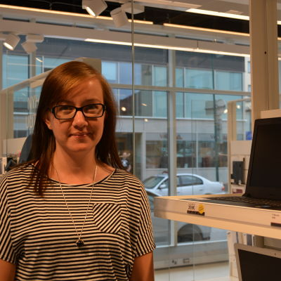 Marknadsföringskoordinator Nina Riska vid Jakobstadsnejdens Telefon Ab