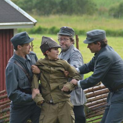 En rysk soldat har hoppat över till Finland.