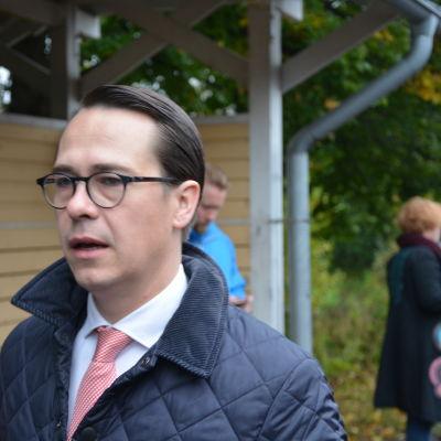 SFP-ordförande, försvarsminister Carl Haglund åkte med Y-tåget från Sjundeå