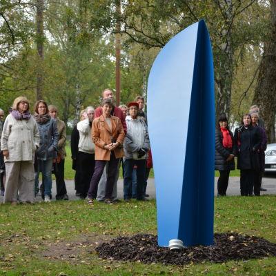 Henrik Otto Donners minnesmärke Blue Jazz Glyph i Skepparträdgården i Ekenäs.