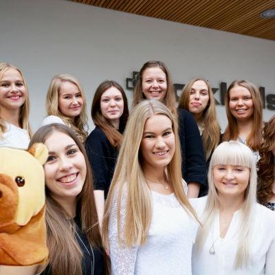 världens minsta björn intervjuar luciakandidaterna