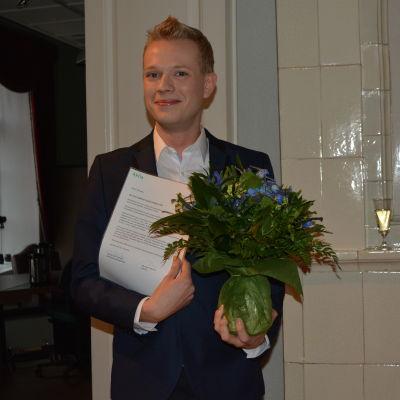 Pentti Kinosmaa stolt med sitt stipendie