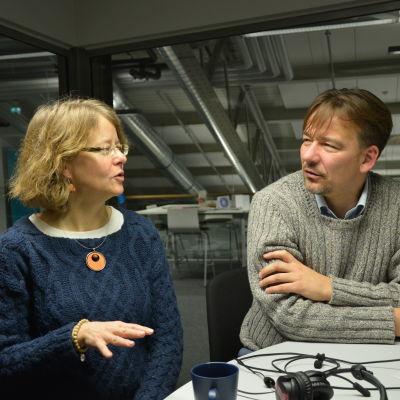 Carina Gräsbeck och Peter Björkroth i Morgonparlamentet