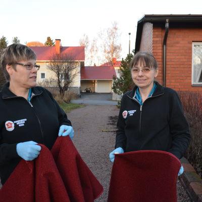 Carina Björklund och Britta Holtlund på Brittas och Carinas städtjänst.