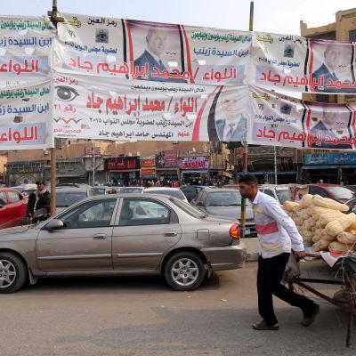 Valreklam i Kairo inför parlamentsvalet i november 2015.