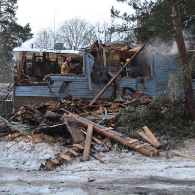 nerbränt hus