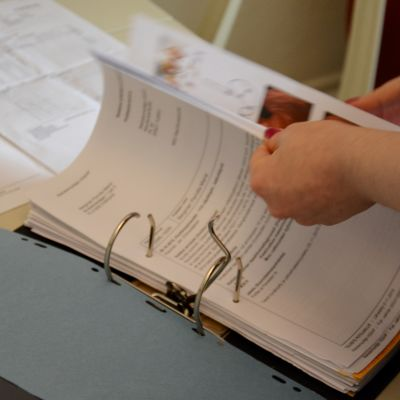 Det blir snabbt många papper för någon som är sjukskriven.