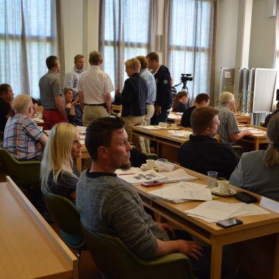 Förhandlingspaus i Kimitoöns kommunfullmäktige .