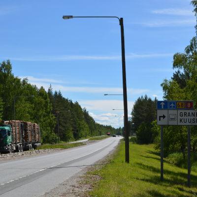 Här planeras en planskild korsning till Granholmens industriområde i Jakobstad