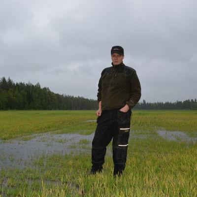 Ola Sandberg är jordbrukare i Bäckby i Pedersöre