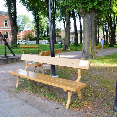 Parkbänkar i Lovisa