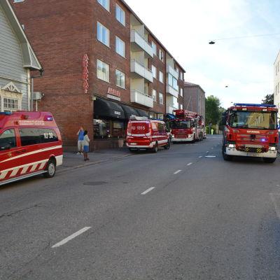 Brandbilar på Biskopsgatan.