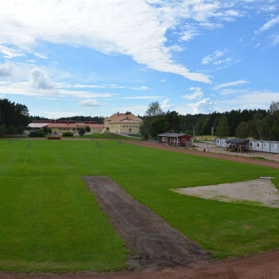 Friidrottsplanen vid Amosparkens skola i Kimito.