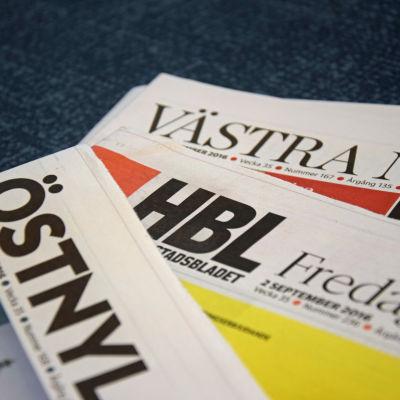 Tidningarna Östnyland, Hufvudstadsbladet och Västra Nyland.