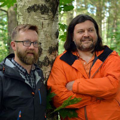 Naturredaktör Joakim Lax och prgramledare Roger Källman leder höstens första Naturväktarna i Yle Vega.