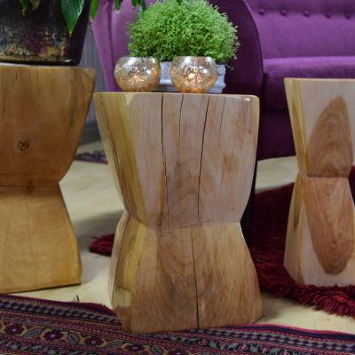 Tre soffbord gjorda av stock