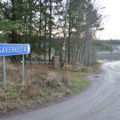 Skylt mot Saverkeit i Houtskär.