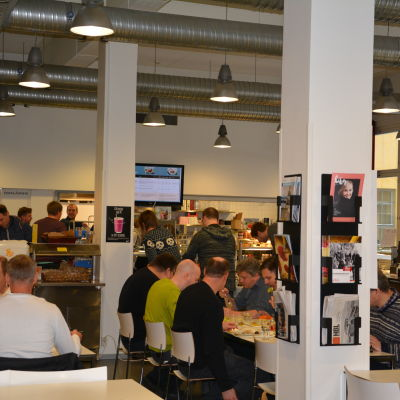 Lunch vid Café Fänriken i Åbo Akademi.