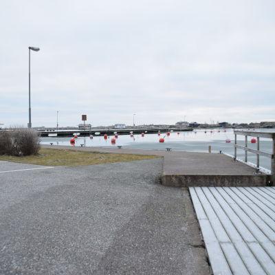 Gästhamnen i Hangö en vinterdag då det inte finns några båtar.