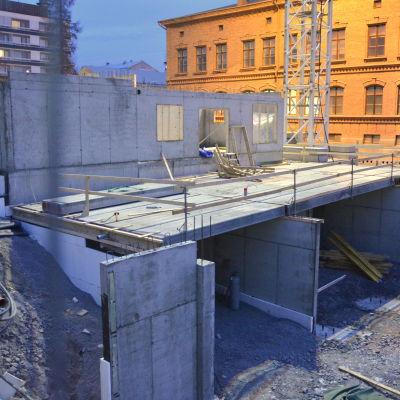 Höghuset vid Flickiskvarteret i Vasa reser sig.