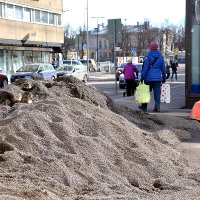 damm, sand och grushög mitt i stan.