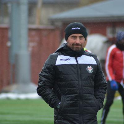 Kristian Heames har kontrakt till 2018 med FF Jaro.
